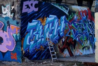 doing street art1